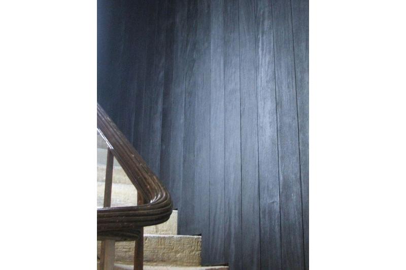 bardage lambris bois massif br l noirci avec fixateur en sapin scandinave et m l ze. Black Bedroom Furniture Sets. Home Design Ideas
